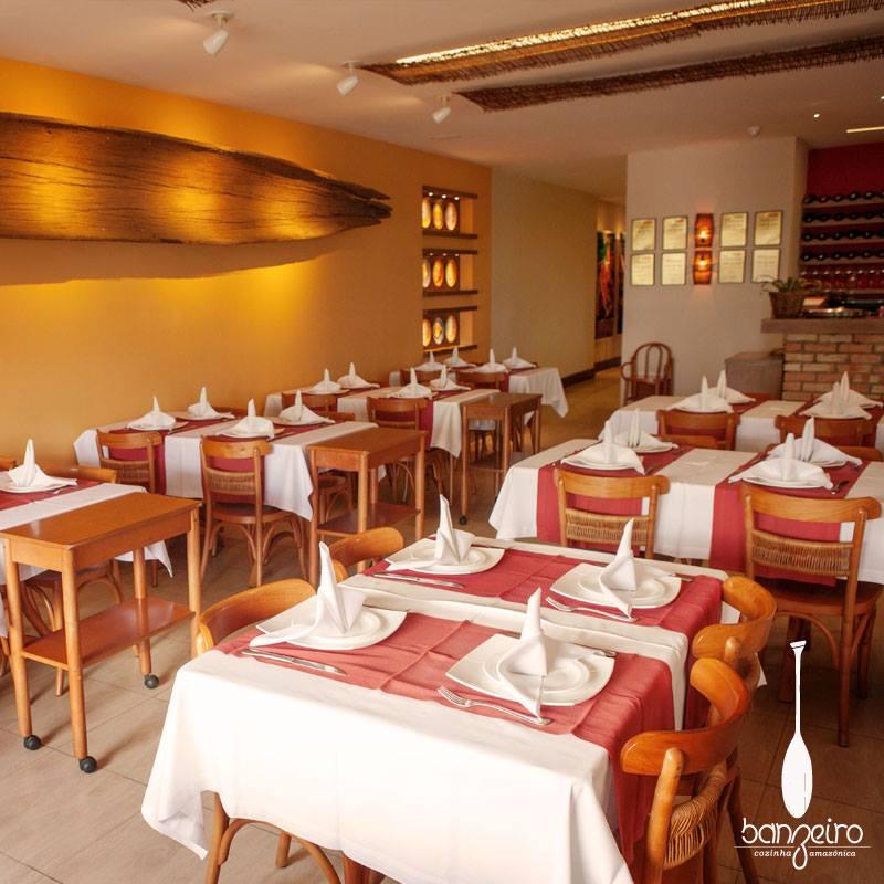 Interior do restaurante Banzeiro de Felipe Schaedler (Foto: reprodução Facebook)