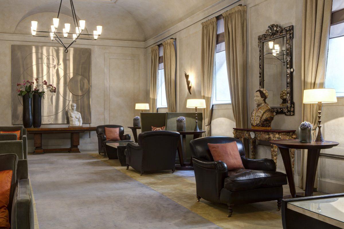 Hotel de Russie com grifes italianas lobby