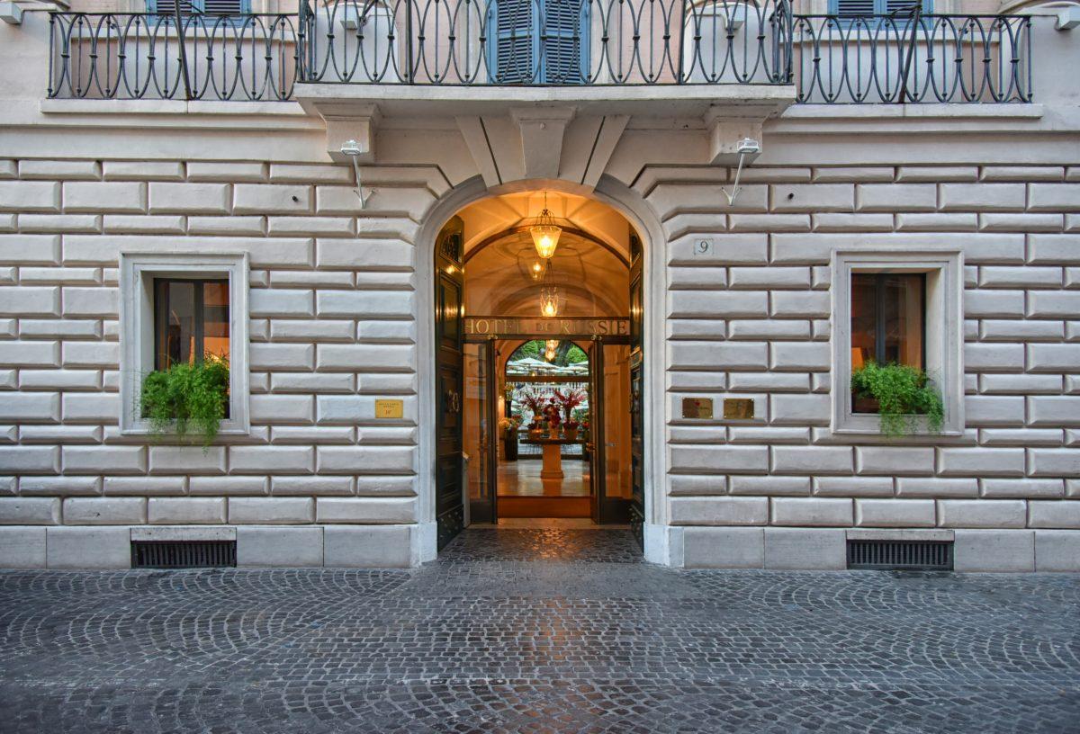 Hotel de Russie com grifes italianas fachada