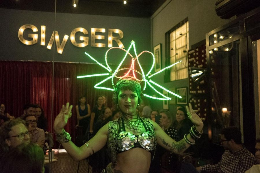 Elixir da Criatividade Ginger Bar com drink milagroso de Tanqueray