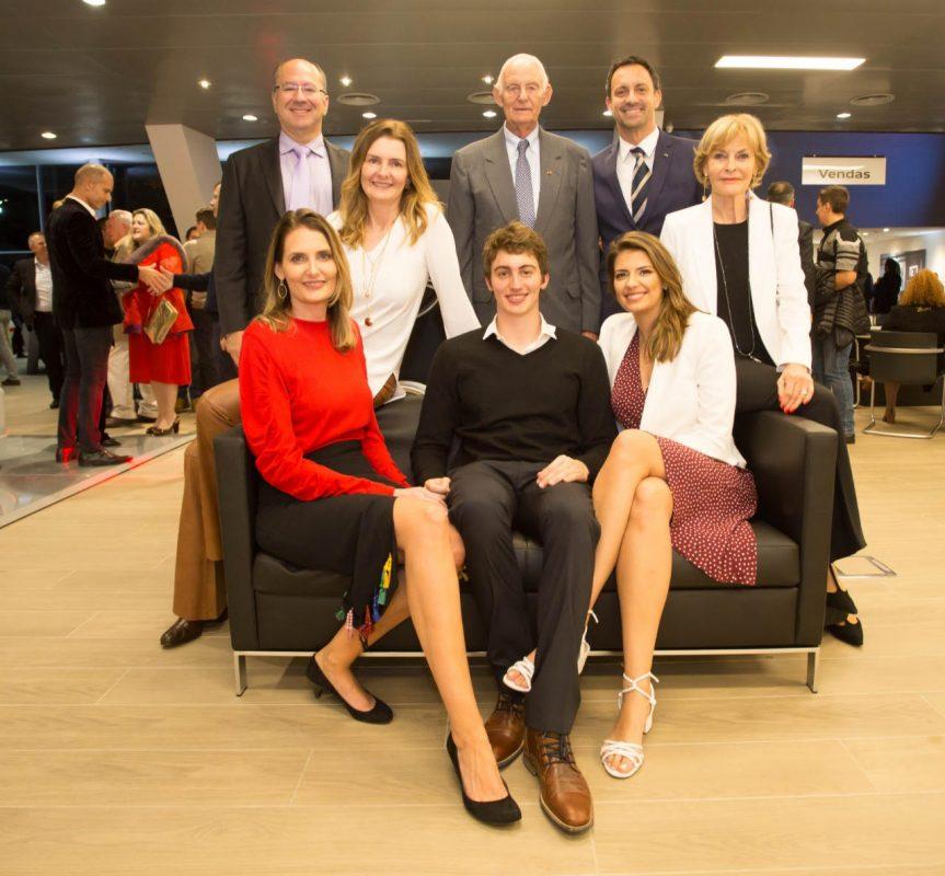 Marcos e Anya Celestino, Hans Voswinckel, Roger Pedroso e Monica Voswinckel com Carolina, Thomas e Corina Pedroso na inauguração da Audi Center Alto da XV