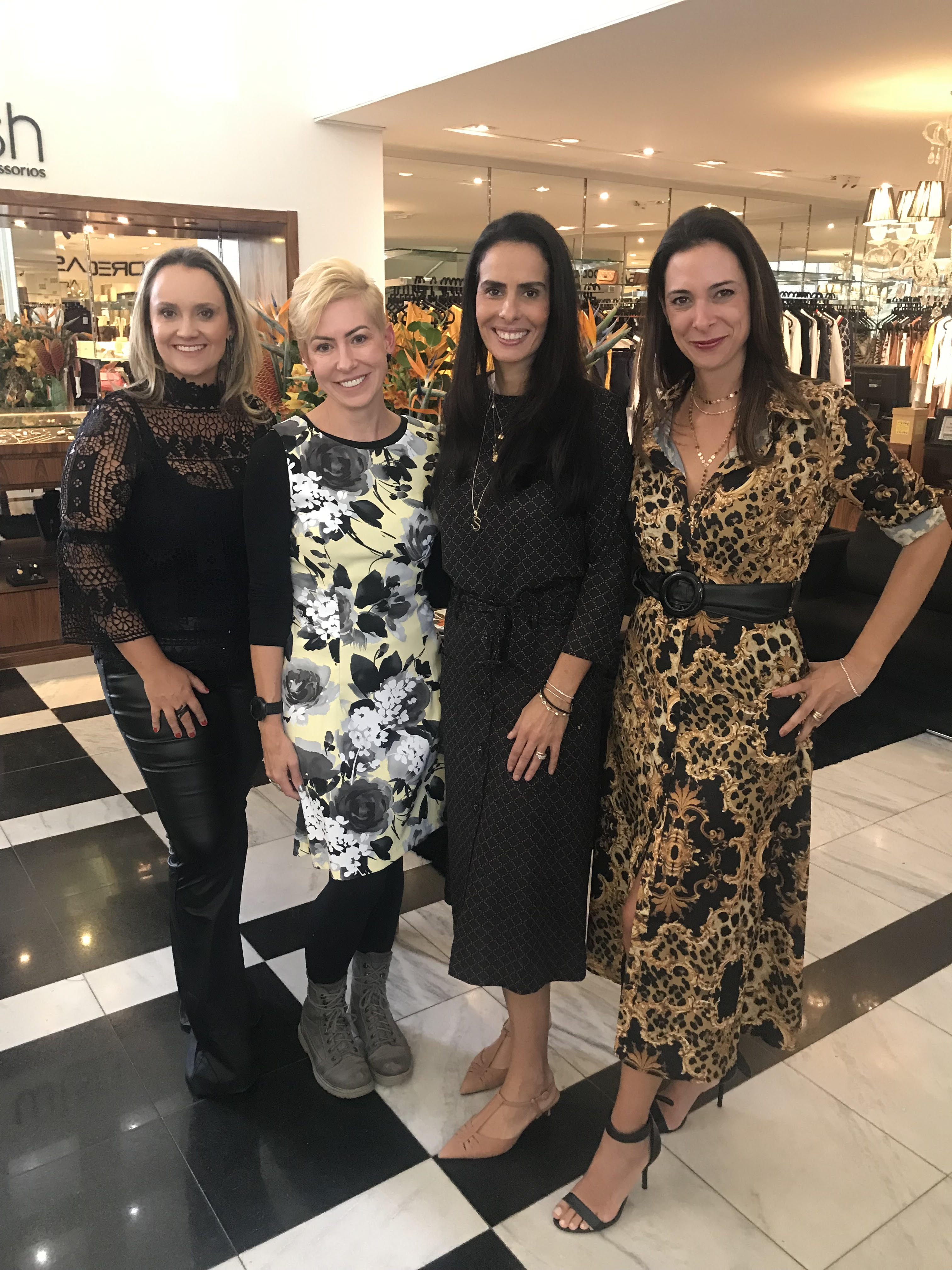 Renata Martinez, Norane Calliari, Suzana Guth e  Mariana Fleury Assis no evento de Dia das Mães  das lojas do Torriton Taunay.