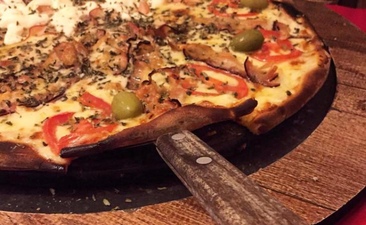 Comer Pizza em Foz